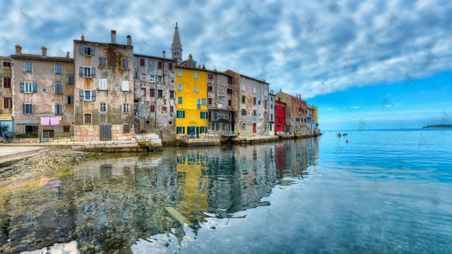 Rovinj, its tiny fishing port, the cobbled alleys, and the magnificent St. Euphemia cathedral…..a marvellous gem of Istria in the North coast of Croatia.