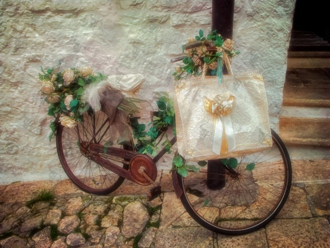 Rusty bicycle in the alleys of Alberobello